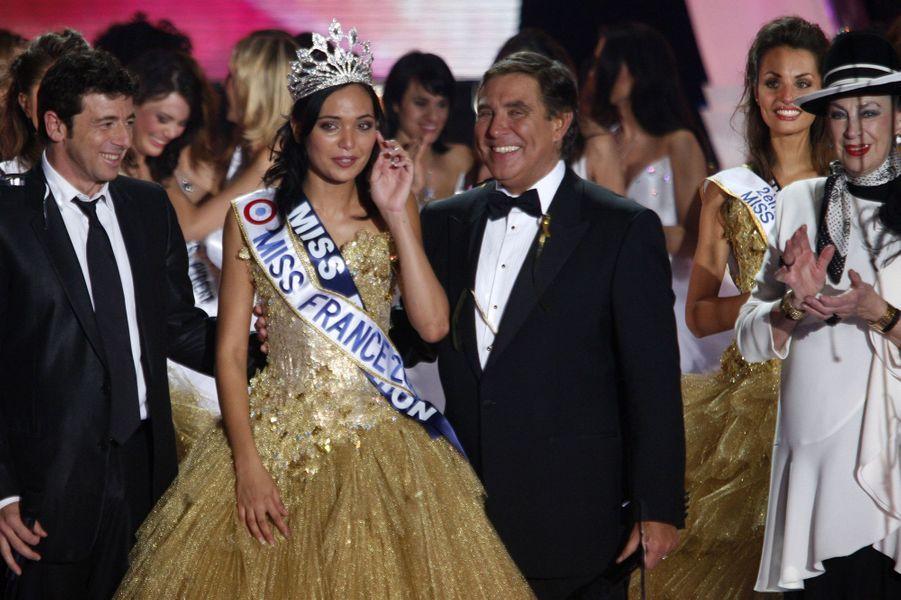 Valérie Bègue (au côté de Patrick Bruel, président du jury, de Jean-Pierre Foucault et de Geneviève de Fontenay)est sacrée Miss France 2008 à Dunkerquele 8 décembre 2007
