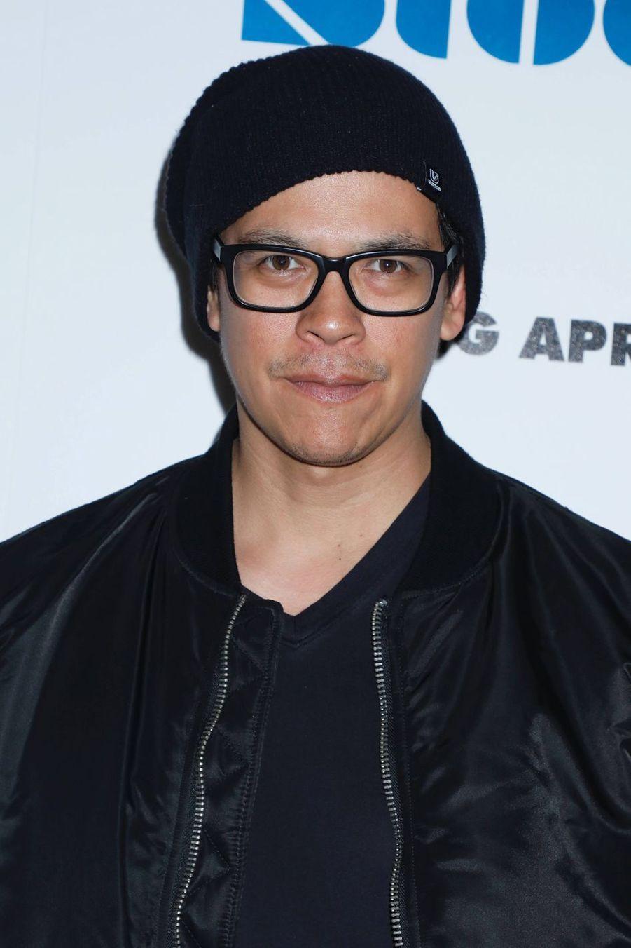 Chaske Spencer. L'acteur de 44 ans se montre surtout à la télévision. Depuis 2017, il jouait dans «Sneaky Pete», série Amazon annulée en 2019. Il joue également dans «Blindspot», série qu'il a intégrée à partir de la saison 4.