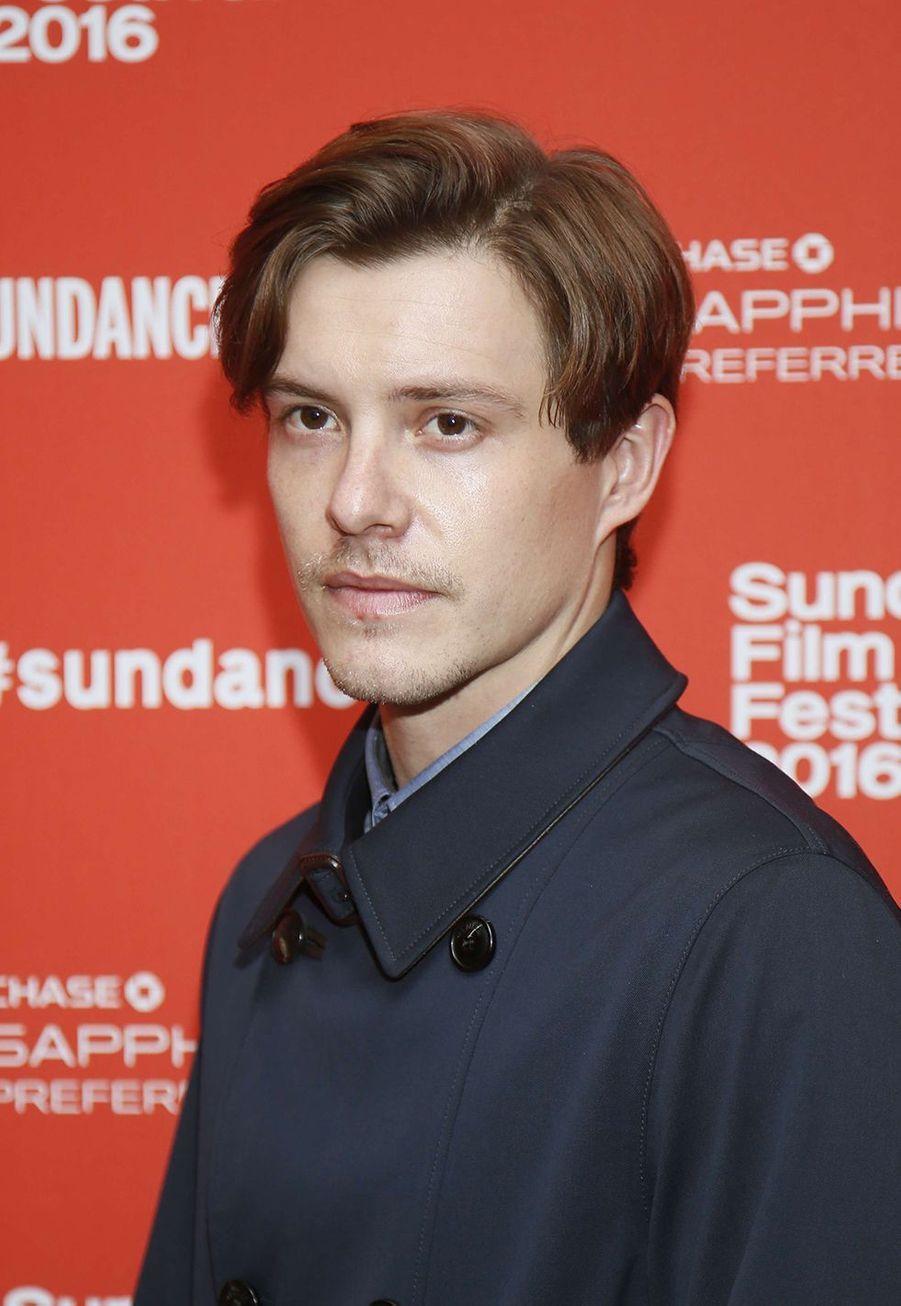 Xavier Samuel. L'acteur de 35 ans a surtout évolué au cinéma. Les cinéphiles l'ont vu dans «Perfect Mothers» au côté de Robin Wright et Naomi Watts, dans «Fury» avec Brad Pitt et dans «Frankenstein» avec Carrie-Anne Moss («Matrix»).