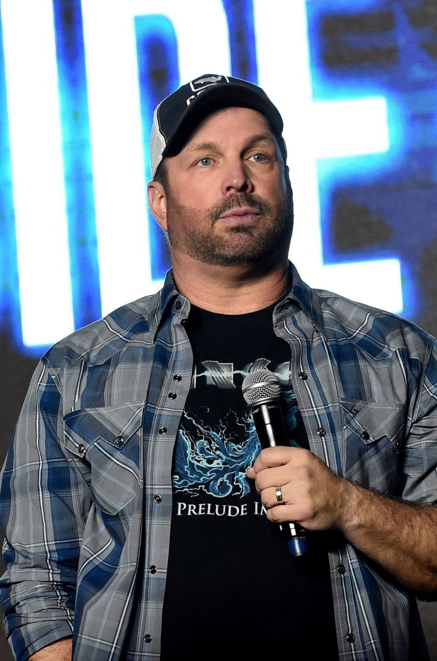 Garth Brooks, 60 millions de dollars