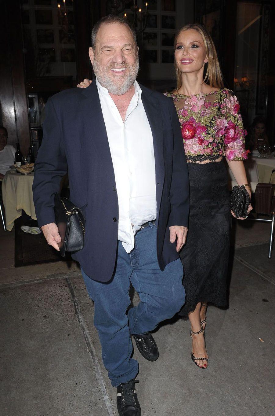 Harvey Weinstein et sa compagnelors de la fête de fiançailles de Quentin Tarantino et Daniella Pick, le 23 septembre 2017 à New York.