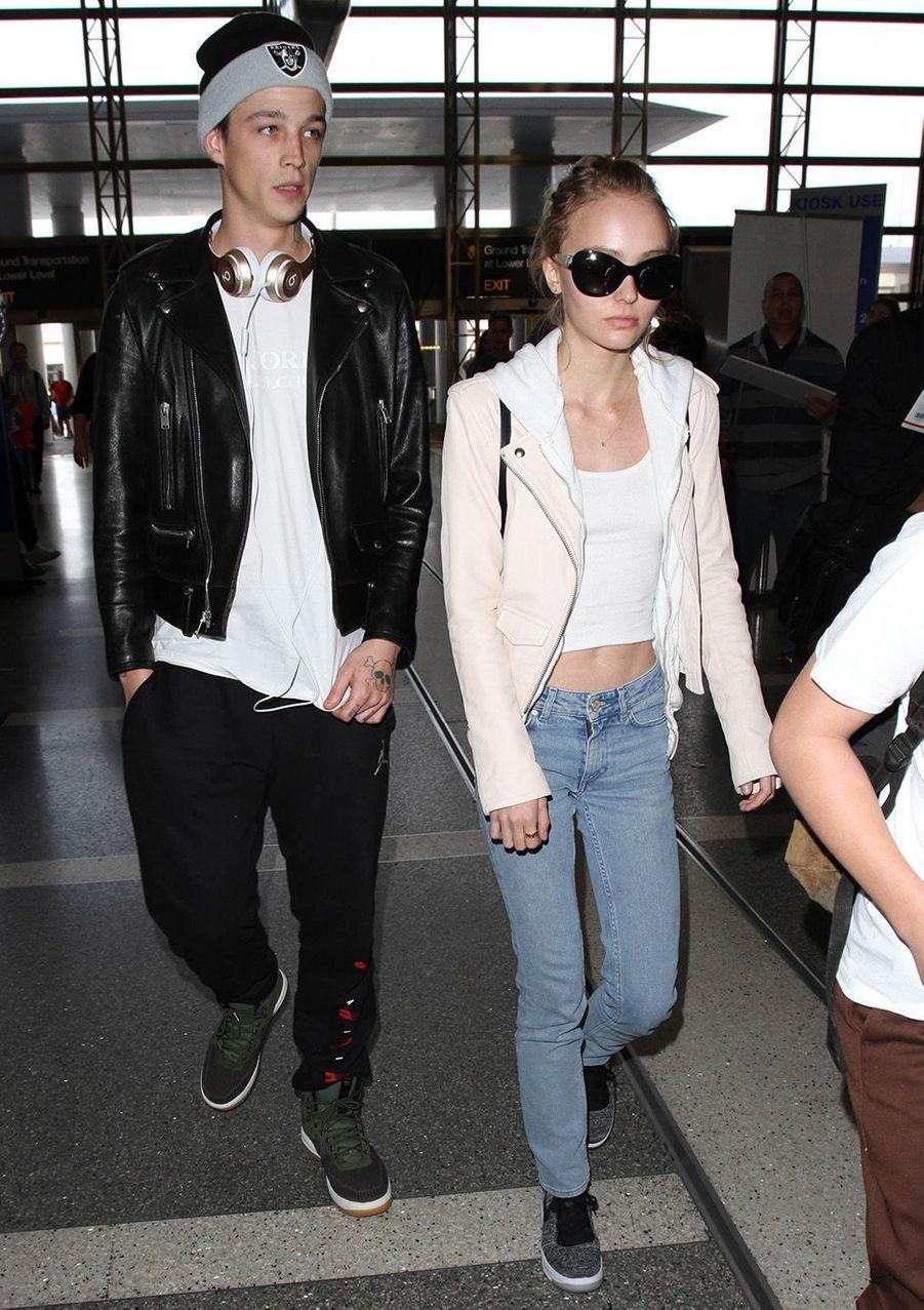 Lily-Rose Depp et Ash Stymest à Los Angeles en mars 2016.