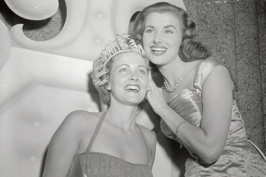 Christiane Martel, Miss Univers 1953 couronne celle qui lui succède