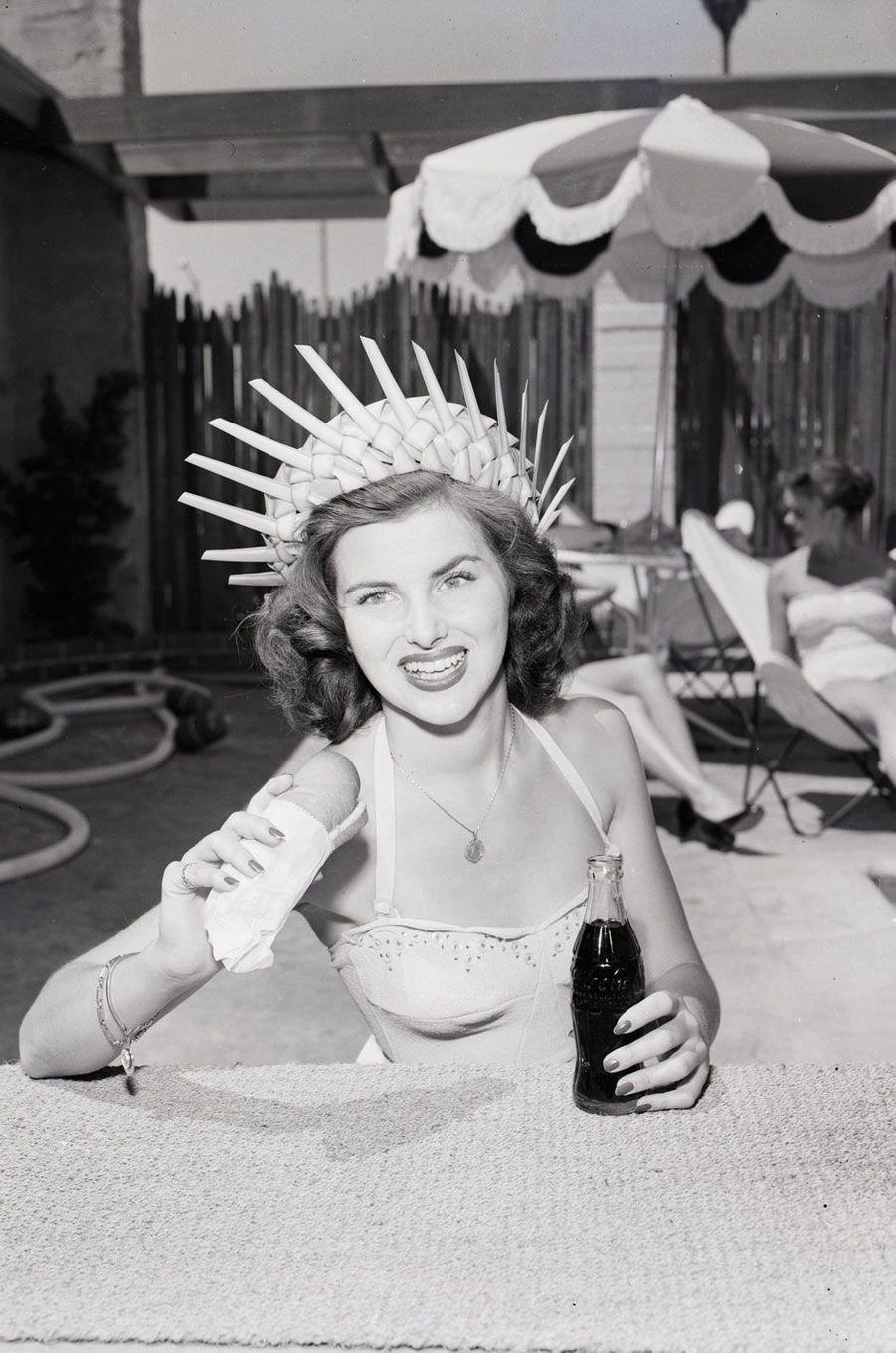 Christiane Martel lors des préparatifs du concours Miss Univers 1953