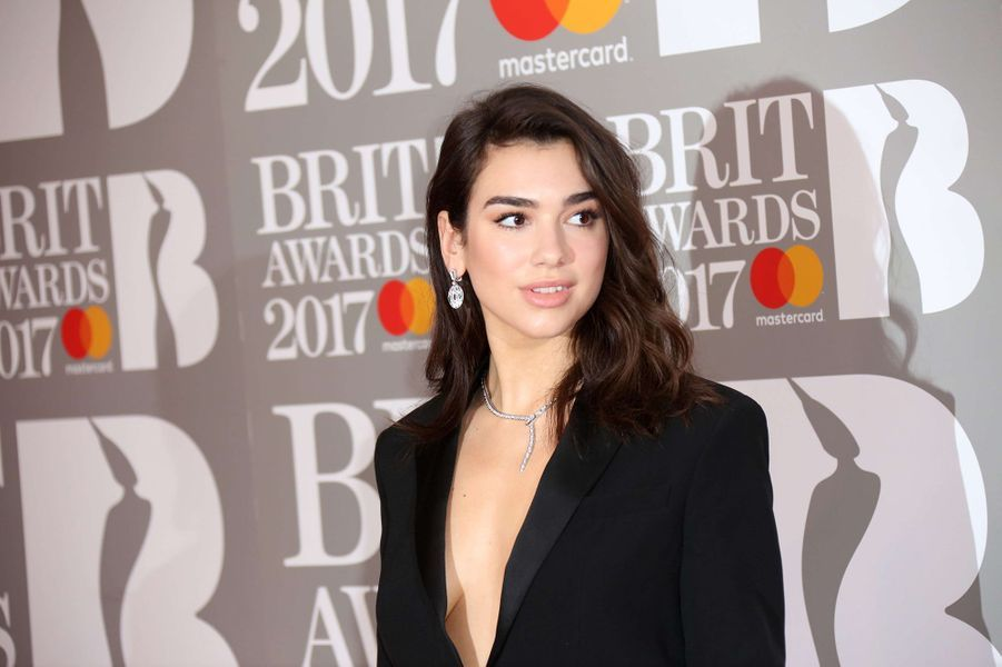 Dua Lipa aux Brit Awards 2017.