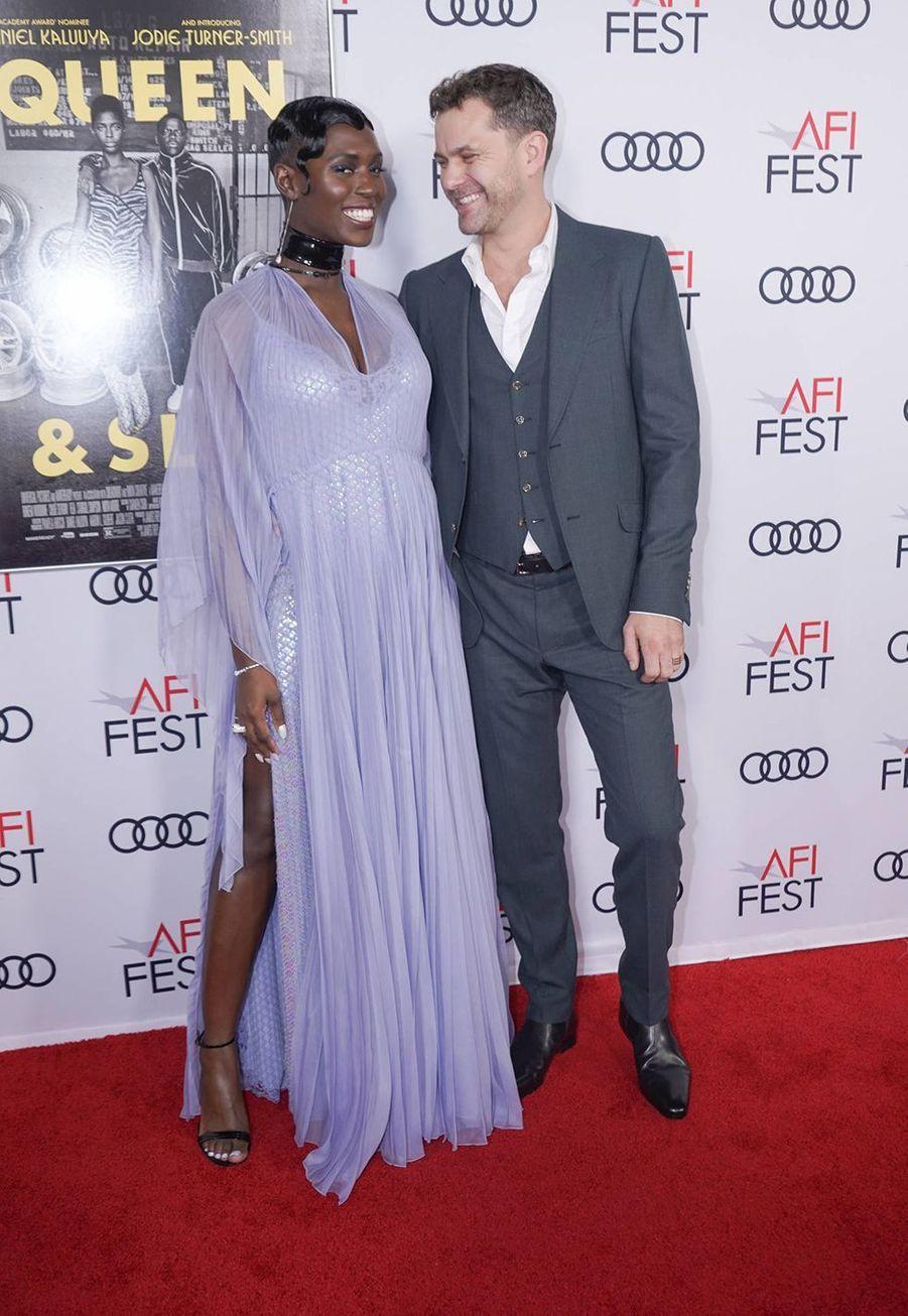 Jodie Turner-Smith et Joshua Jackson lors de la première de «Queen & Slim» à Hollywood le 14 novembre 2019