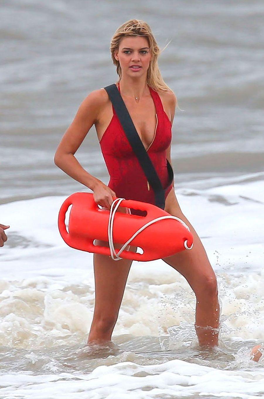"""Kelly Rohrbach est la nouvelle Pamela Anderson dans la film """"Alerte à Malibu"""""""