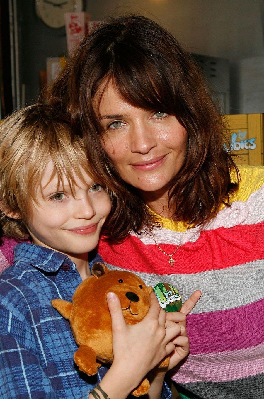 Mingus Reedus avec sa mère Helena Christensen en 2009.