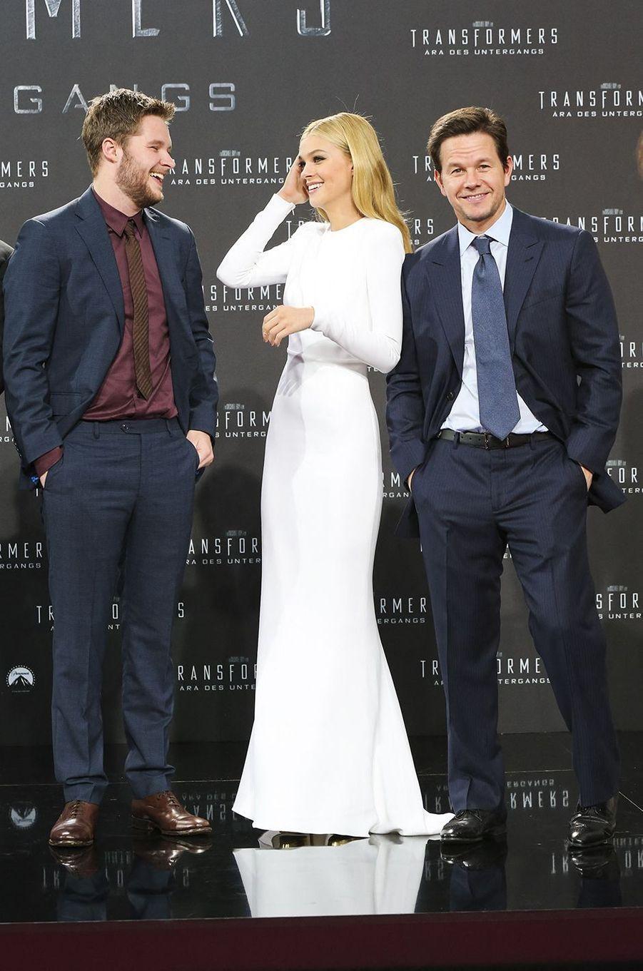 Nicola Peltz au côté de Jack Raynor et Mark Wahlberg en 2014 à Berlin pourpremière du film«Transformers : L'Âge de l'extinction»