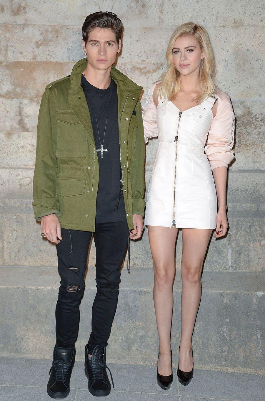 Nicola Peltz et son frère Will au défilé Givenchy à Paris en octobre 2016