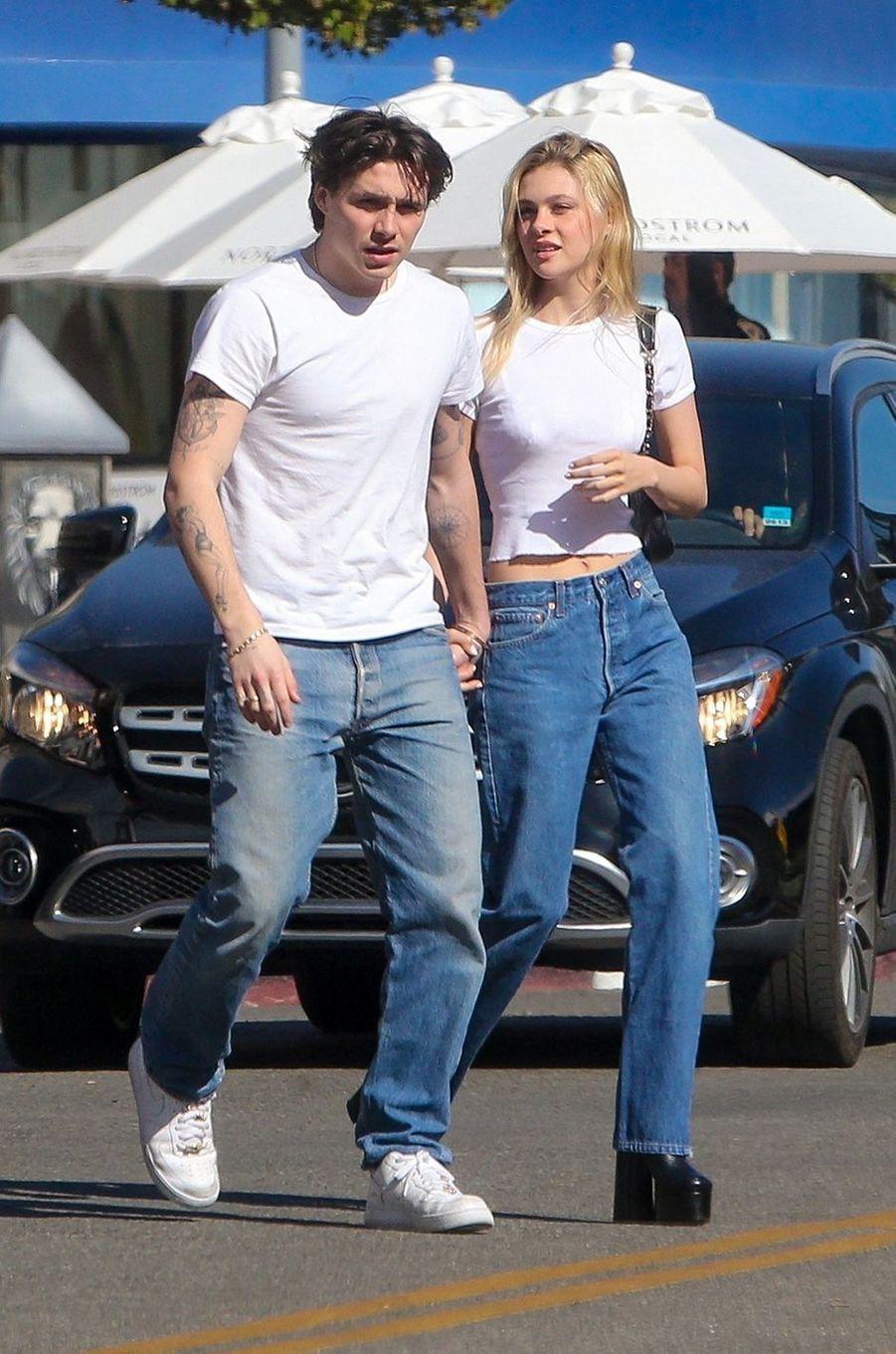 Nicola Peltz avec Brooklyn Beckham en février 2020 à Los Angeles