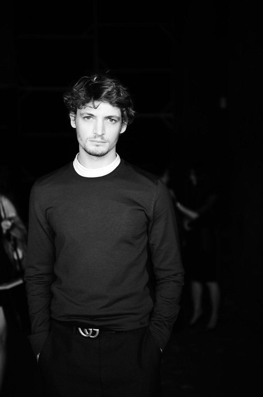 Niels Schneider au défilé de mode masculine Gucci à Milan, le 22 juin 2015.