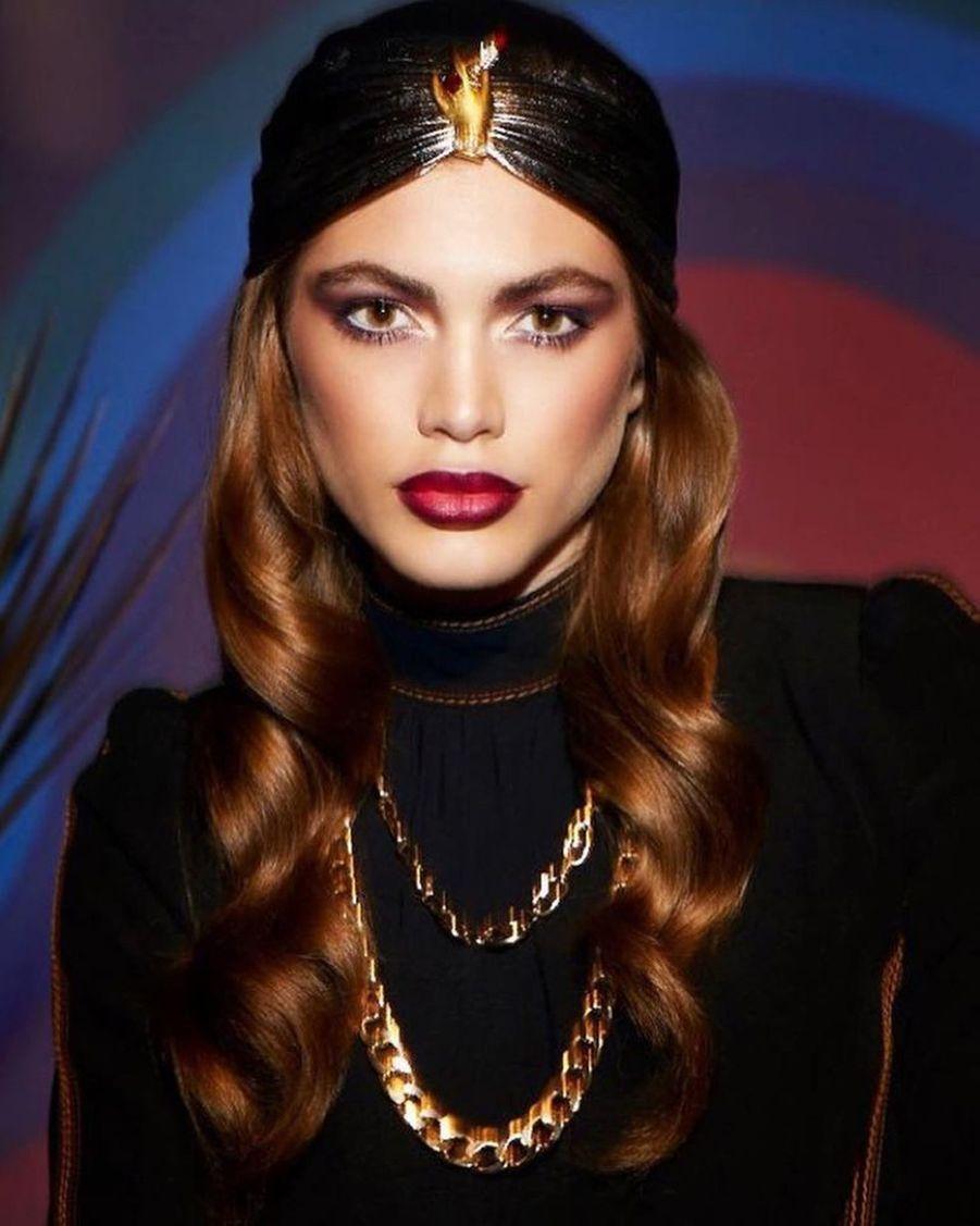"""Valentina Sampaio pour une campagne de la ligne """"Marc Jacobs Beauty"""" en 2017."""
