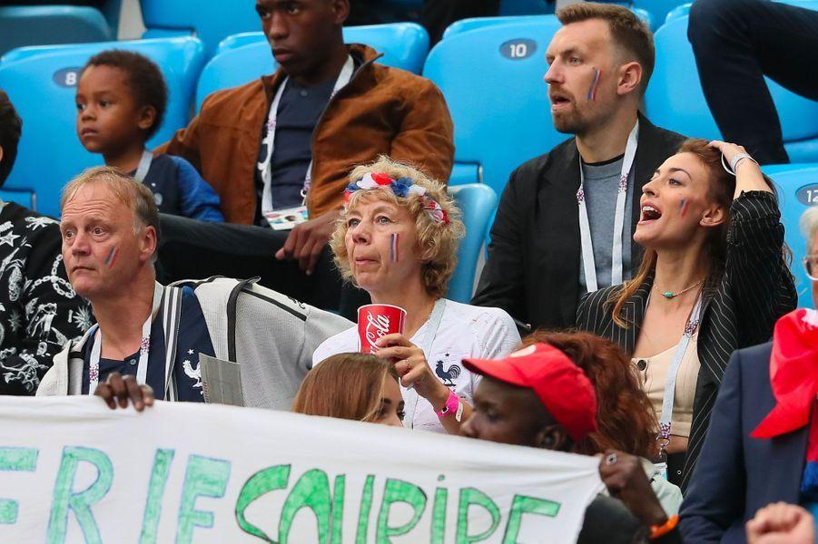 Rachel Legrain-Trapani avec Frédéric et Nathalie, les parents de Benjamin Pavard lors de la demi-finale de la coupe du monde (France-Belgique) à Saint-Pétersbourg le 10 juillet 2018