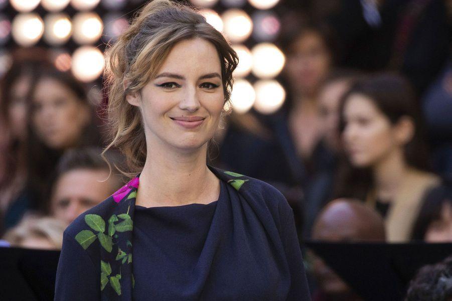 Louise Bourgoin, enceinte de son deuxième enfant, au défilé L'Oréal samedi à Paris