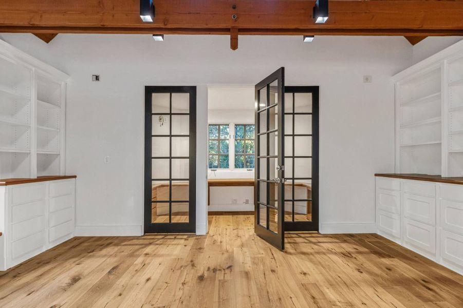 Reese Witherspoon a dépensé 11,9 millions de dollars pour s'offrir cette maison située dans le quartier de Brentwood, à Los Angeles