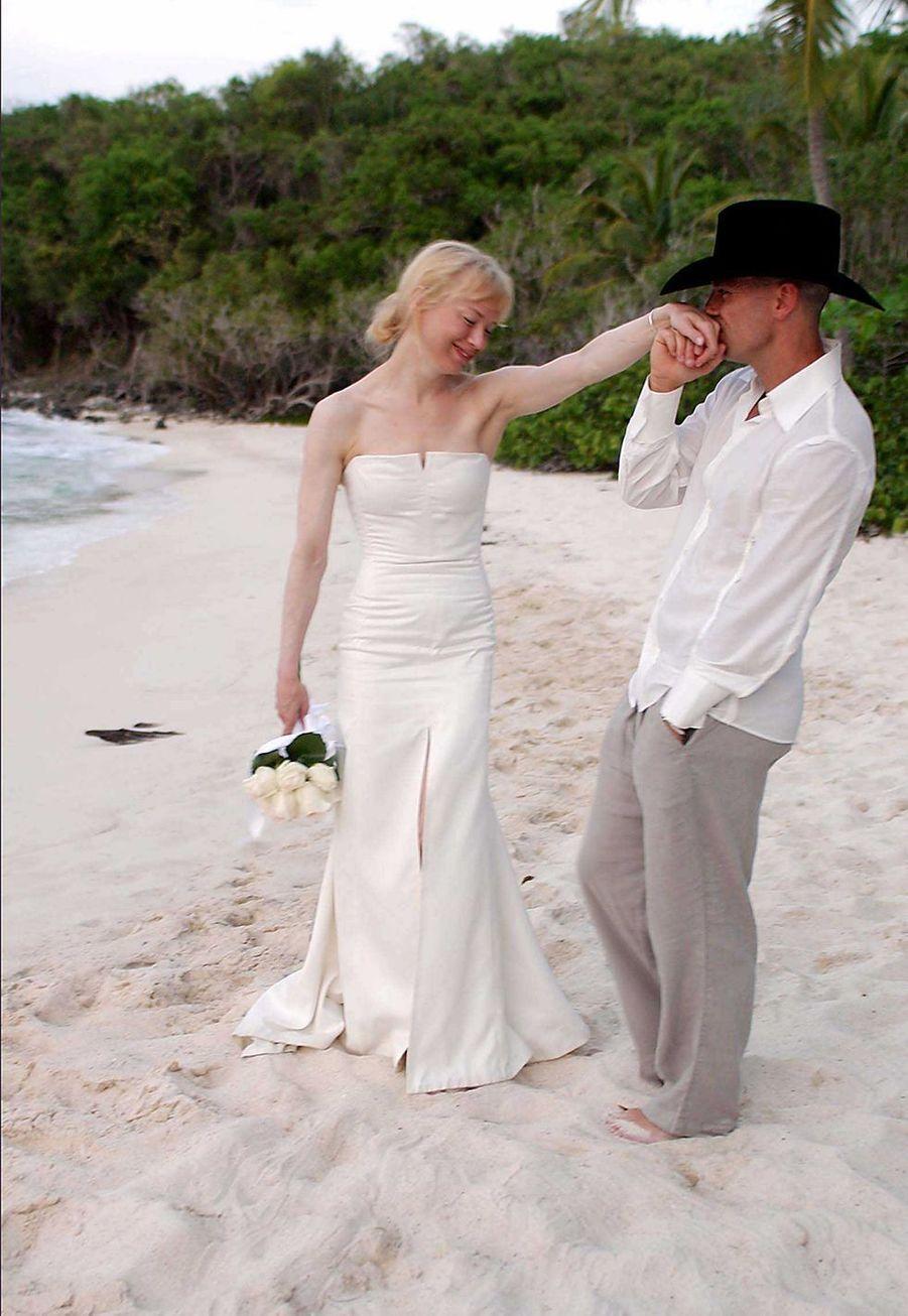 Renée Zellweger et Kenny Chesney lors de leur mariage en 2005.