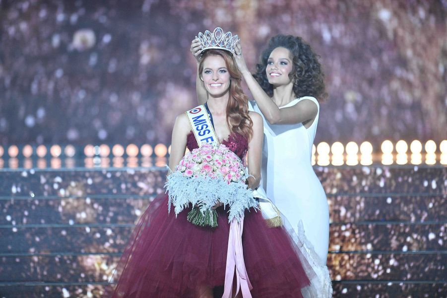 Maëva Coucke, Miss France 2018, couronnée par Alicia Allies