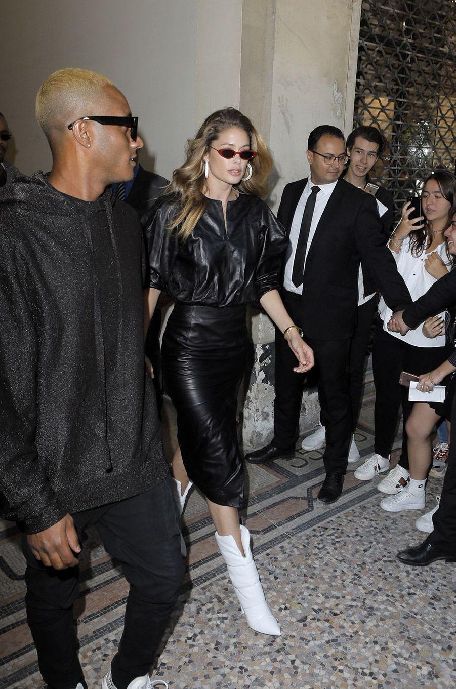 Doutzen Kroes au défilé homme Louis Vuitton jeudi 21 juin à Paris