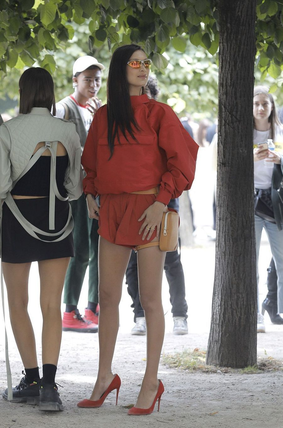 Bella Hadid au défilé homme Louis Vuitton jeudi 21 juin à Paris