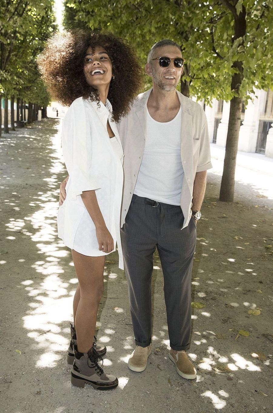 Vincent Cassel et Tina Kunakey au défilé homme Louis Vuitton jeudi 21 juin à Paris