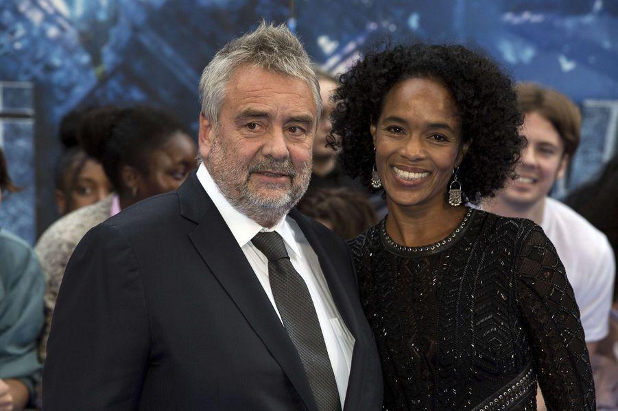 Virginie et Luc Bessonà l'avant-première de Valérian et la Cité des mille planètes, à Londres le 24 juillet 2017.