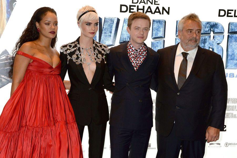 Rihanna, Cara Delevingne, Dane DeHaan et Luc Besson à l'avant-première de Valérian et la Cité des mille planètes, à Londres le 24 juillet 2017.