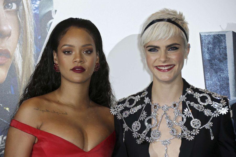 Cara Delevingne et Rihannaà l'avant-première de Valérian et la Cité des mille planètes, à Londres le 24 juillet 2017.