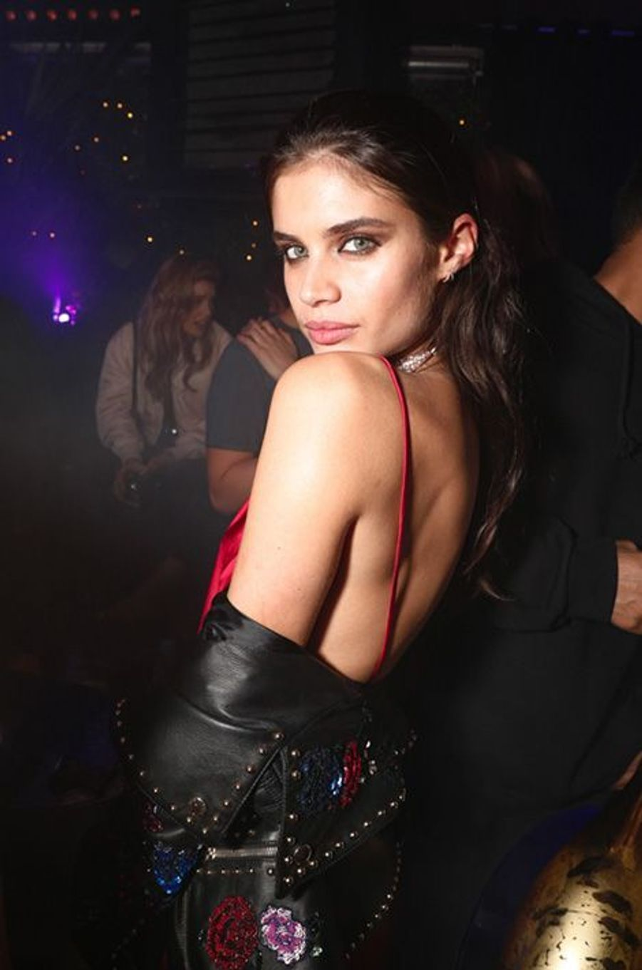 Sara Sampaio à l'Arc lors de la Fashion Week parisienne.