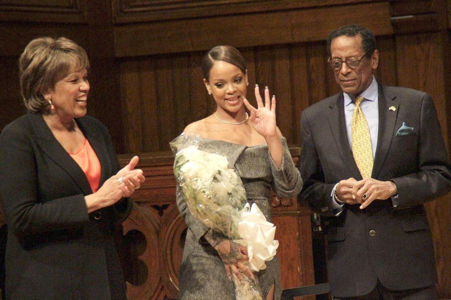 Rihanna récompensée par l'Université d'Harvard, le 28 février 2017.
