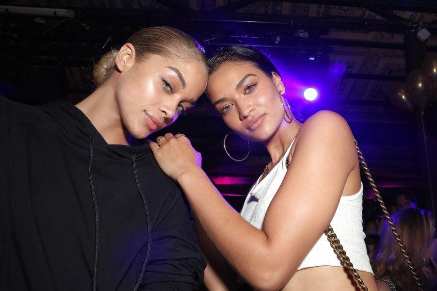 Jasmine Sanders et Shanina Shaik à l'Arc pour la Fashion Week de Paris.