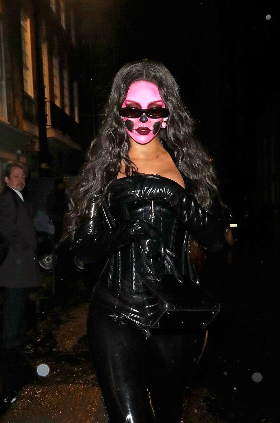 Rihanna pour Halloween, le 31 octobre 2018, à Londres