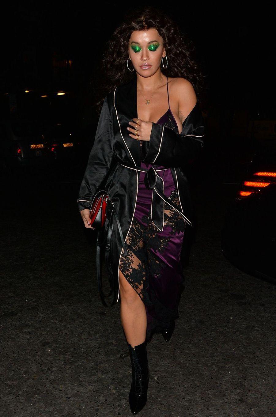Rita Ora pour Halloween, le 31 octobre 2018, à Londres