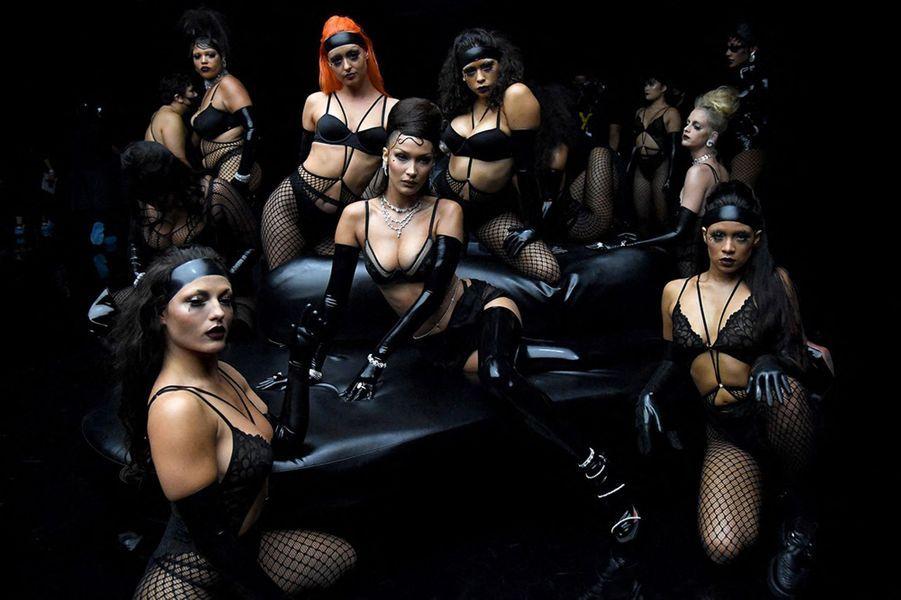 Bella Hadid défile pour la marque de lingerie de Rihanna Savage x Fenty, octobre 2020