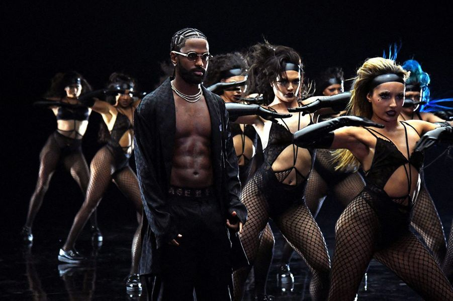 Des mannequinsdéfilent pour la marque de lingerie de Rihanna Savage x Fenty, octobre 2020
