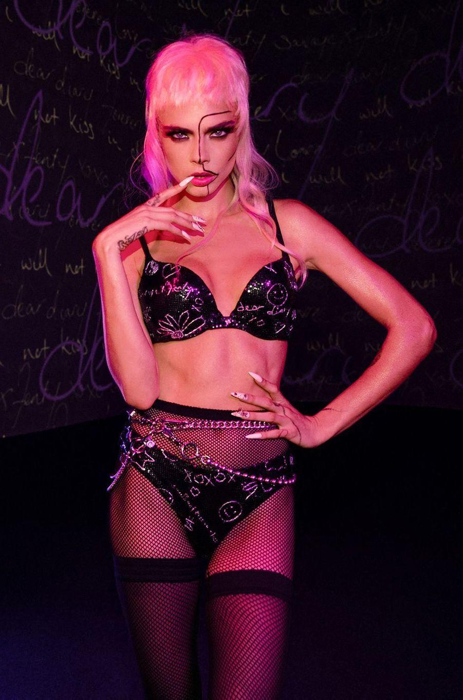 Cara Delevingnedéfile pour la marque de lingerie de Rihanna Savage x Fenty, octobre 2020
