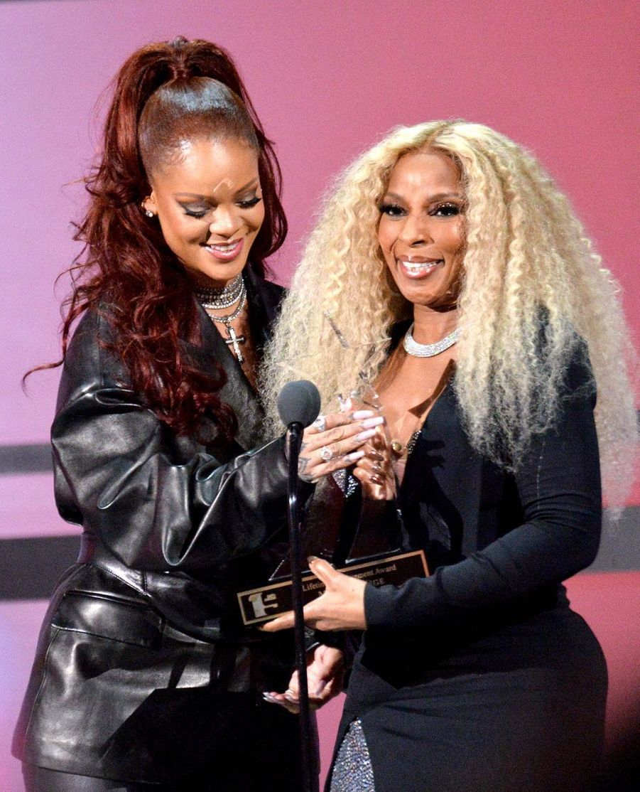 Rihanna et Mary J. Blige aux BET Awards à Los Angeles le 23 juin 2019