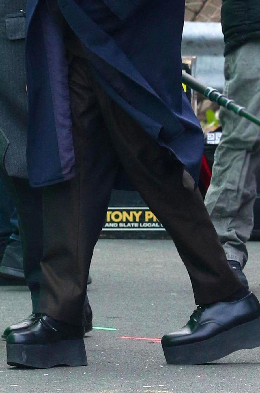 """Les talonnettes de Robert de Niro sur le tournage de """"The Irishman"""" à New York"""