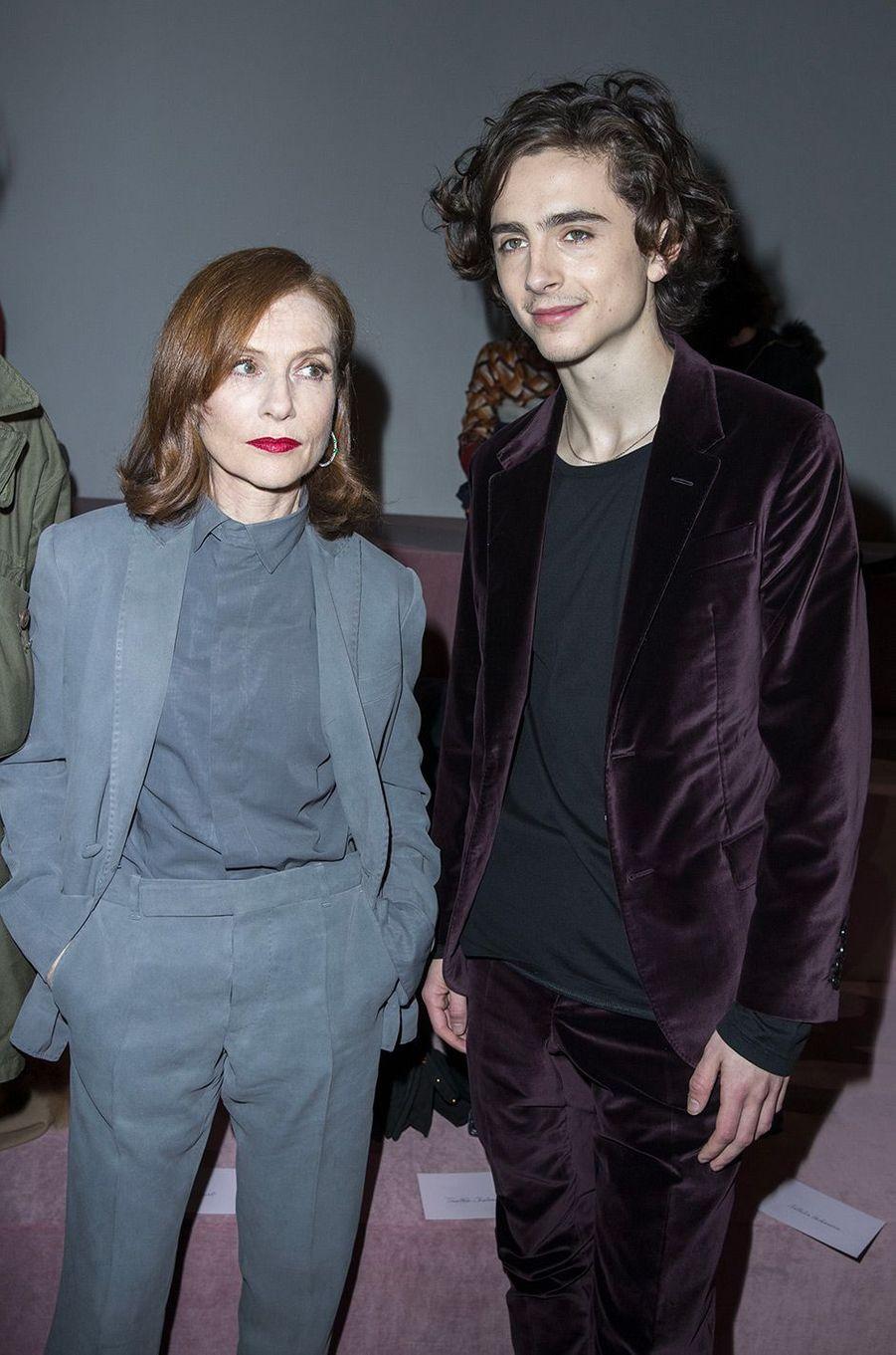 Isabelle Huppert et Timothée Chalamet au défilé Berluti pendant la Fashion Week