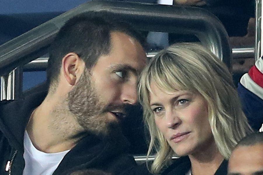 Robin Wright et son amoureux français au Parc des Princes, le 27 septembre 2017.