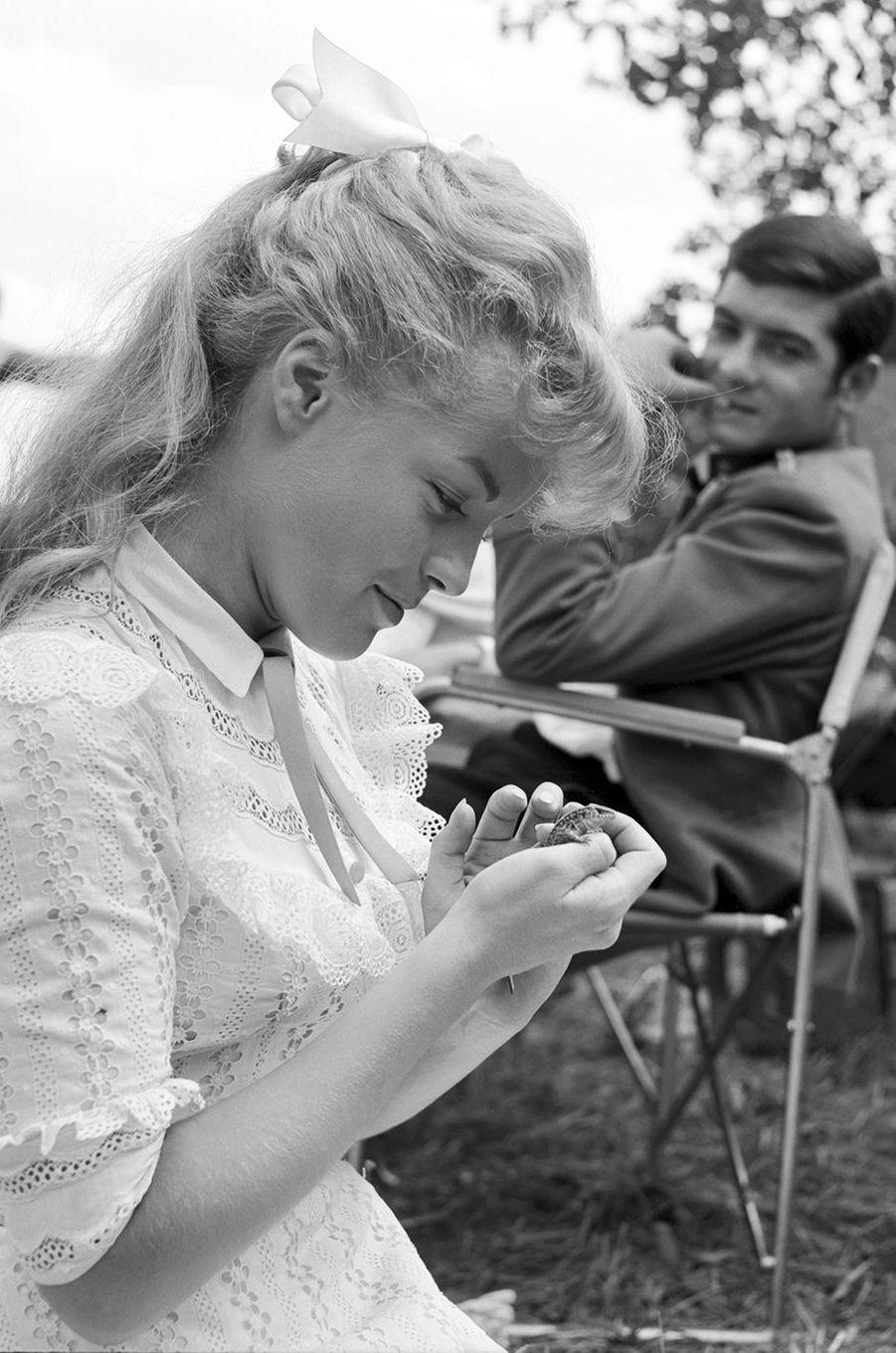 "Romy Schneider sur le tournage du film ""Christine"" en 1958."