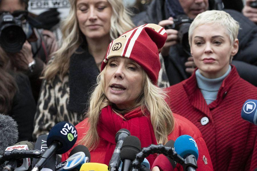 Rosanna Arquette et Rose McGowanau premier jour du procès d'Harvey Weinstein à New York le 6 janvier 2020