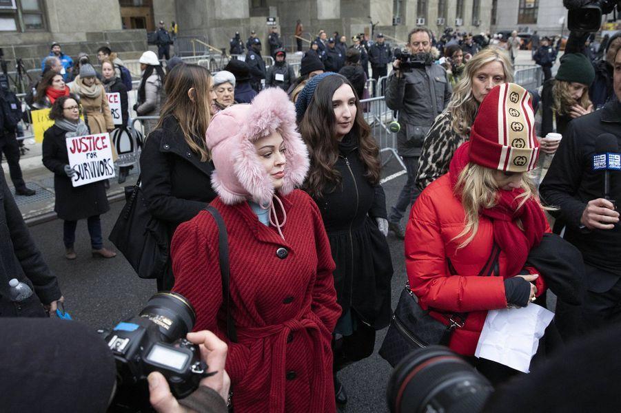 Rose McGowan et Rosanna Arquette au premier jour du procès d'Harvey Weinstein à New York le 6 janvier 2020