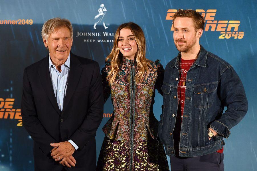 "Harrison Ford, Ana de Armas et Ryan Gosling au photocall de ""Blade Runner 2049"", à Madrid le 19 septembre 2017."