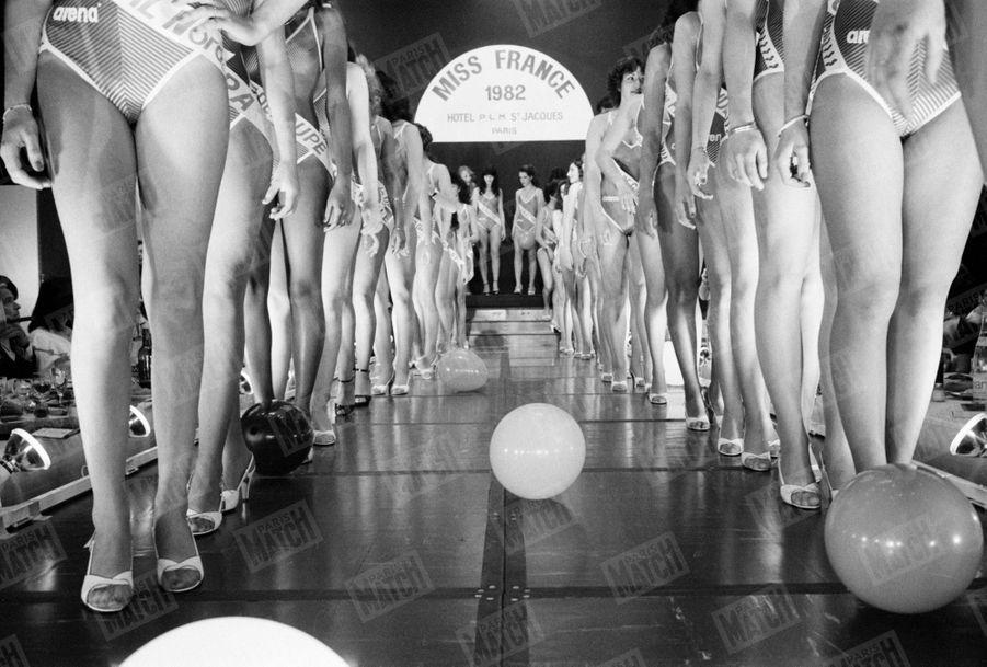 L'élection de Miss France 1982 à l'hôtel PLM Saint-Jacques à Paris, en décembre 1981.