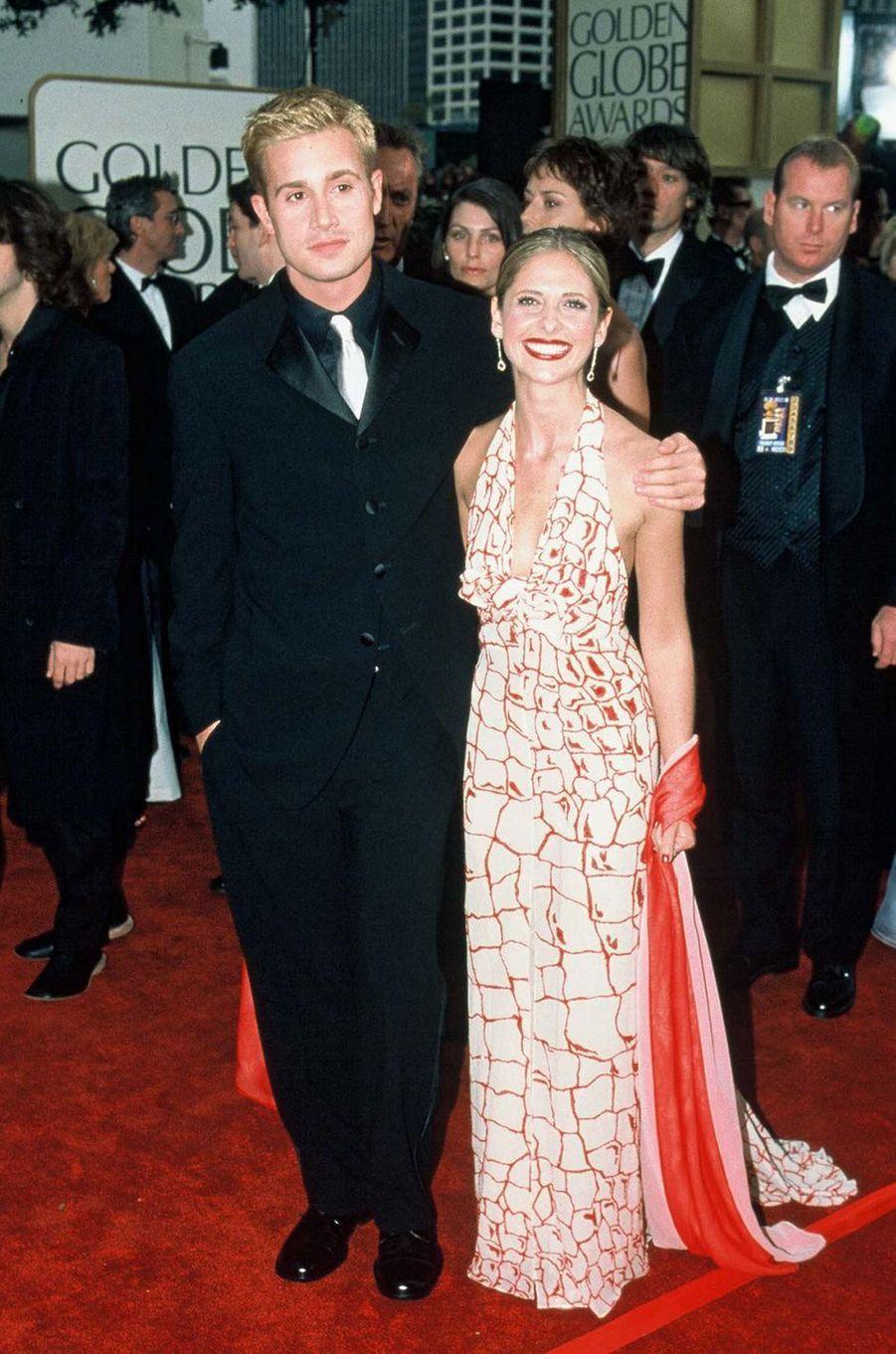 Freddie Prinze Jr. et Sarah Michelle Gellar aux Golden Globes à Los Angeles en février 2001