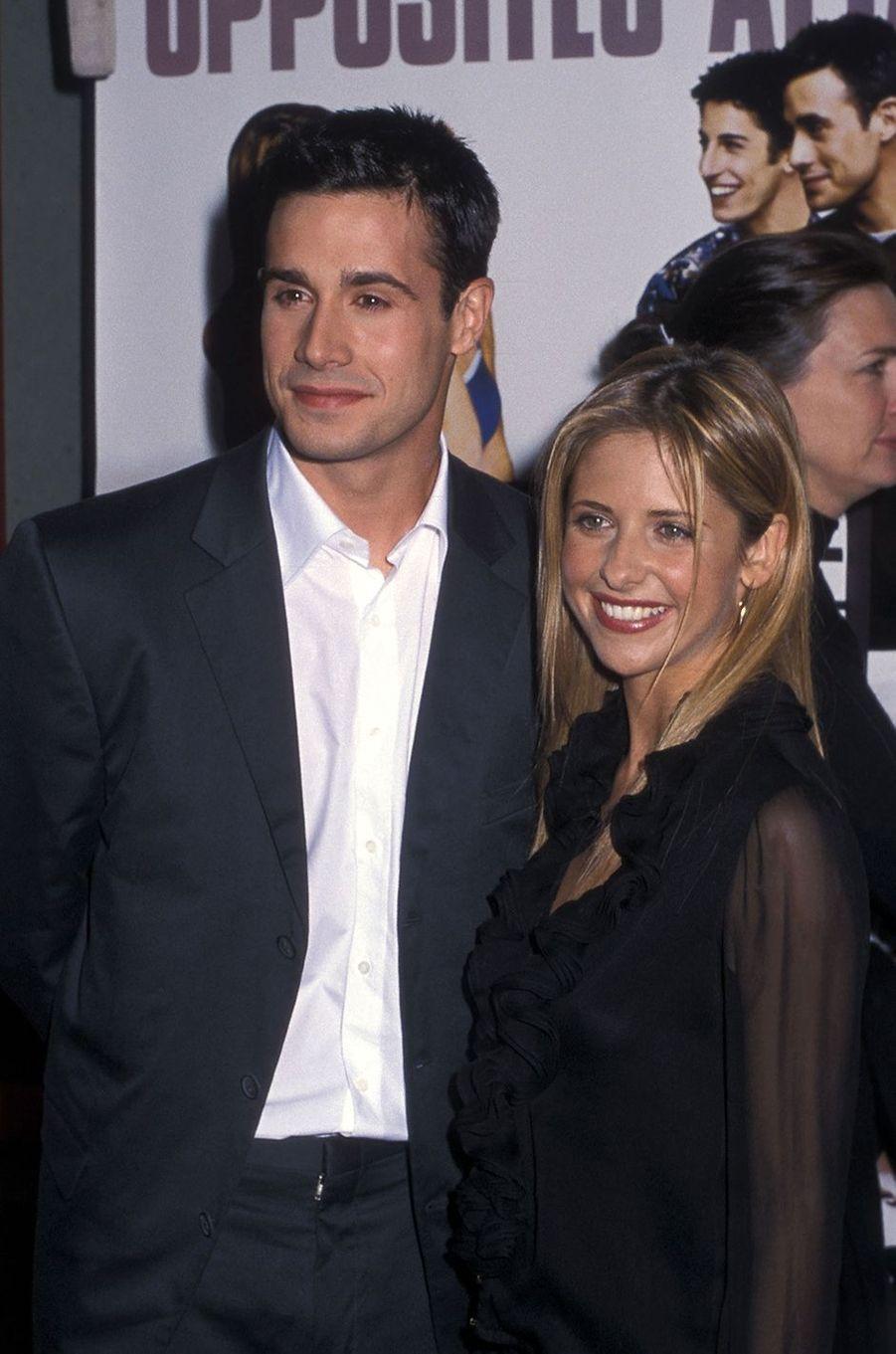 Freddie Prinze Jr. et Sarah Michelle Gellar à la première du film «Boys and Girls» à New York en juin 2000
