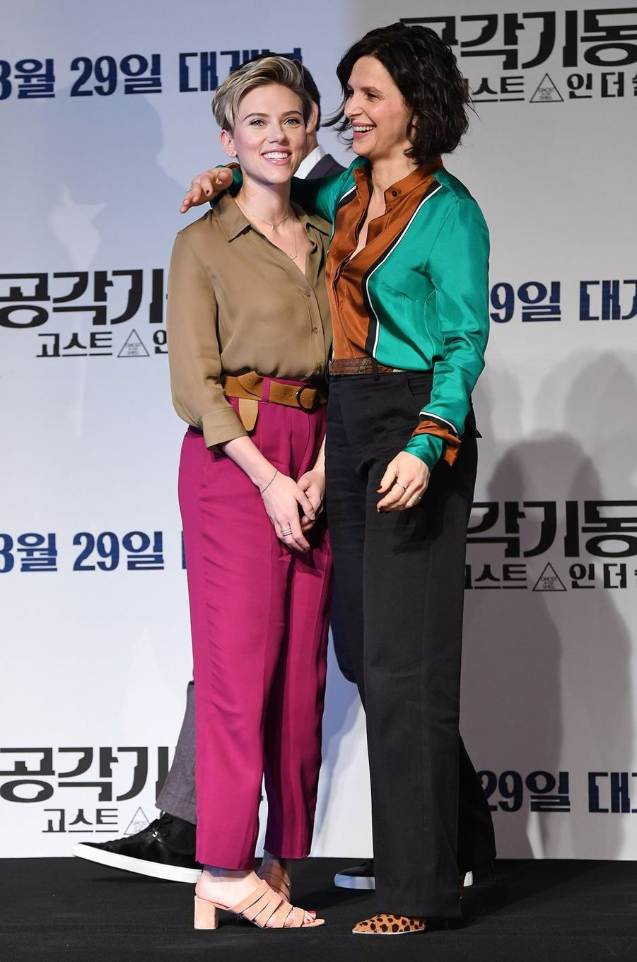 Scarlett Johansson etJuliette Binoche à Séoul, le 17 mars 2017.