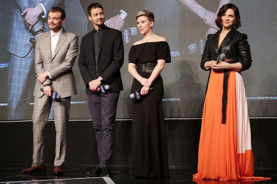 Pilou Asbaek,Rupert Sanders,Scarlett Johansson et Juliette Binoche à Séoul, le 17 mars 2017.
