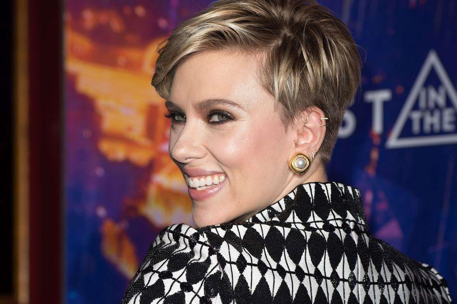 """Scarlett Johansson à Paris pour """"Ghost in the Shell"""", le 21 mars 2017."""